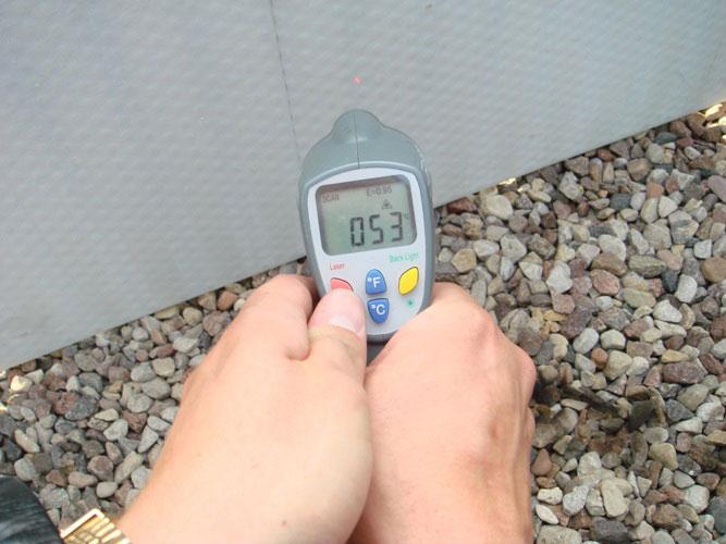 Замер температуры плиты Суперизол с противоположной стороны от нагрева